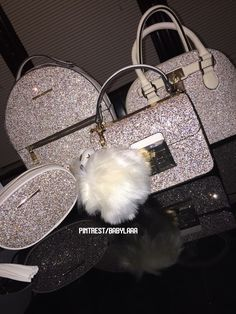 Effortlessly Make Your Handbags Complement Your Outfit Every Single Time - Best Fashion Tips Backpack Purse, Purse Wallet, Crossbody Bag, Luxury Bags, Luxury Handbags, Handbags On Sale, Purses And Handbags, Fashion Bags, Fashion Backpack