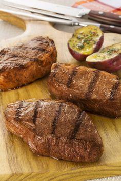 Churrasco de picanha fatiada com batata doce assada por Academia da carne Friboi