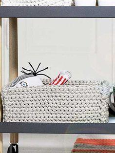 Virkattu suorakaiteen muotoinen kori Novita Tuubi | Novita knits