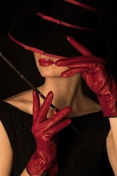 Love how the gloves, lips, and trim on the hat all match. A true lady, or a femme fatale perhaps?