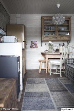 Sisustajan saunamökki - Sisustuskuvia jäseneltä MeidanMokki - StyleRoom Small Space Living, Small Spaces, Living Spaces, Cabana, Wooden Cottage, Upstairs Loft, Rustic Shabby Chic, My Dream Home, Tiny House