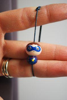 """Bracelet fimo bleue pour enfant thème """"Super Héros"""" : Bijoux enfants par fildanges"""