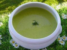 CREME DE PETITS POIS (thermomix) 2 oignons 40 g de beurre 500 g de petits pois, congelés 500 g d'eau 1 cube de bouillon 30 g de vin blanc 200 g de crème fraîche poivre sel