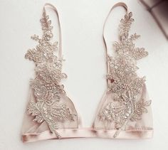 applique bralette LE TROIS MUSES//inspiration CHIC, dreamers, lovers, wanderers, adventurers, gypsy, babe, swarovski, chokers, #fashion #summer