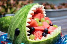 Watermelon Shark: 13 Steps (with Pictures) Most Delicious Recipe, Delicious Desserts, Yummy Food, Watermelon Carving, Watermelon Fruit, Easy Homemade Recipes, Healthy Recipes, Fast Easy Meals, Edible Arrangements