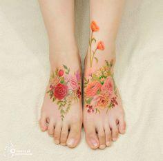Existe uma grande discussão sobre a durabilidade de tatuagens sem o tradicional contorno feito com tinta preta, mas os artistas do estúdio coreano Aro Tatoo apostam na tattoo feita sem esse artifício. O resultado é bem bonito, dá uma olhada: