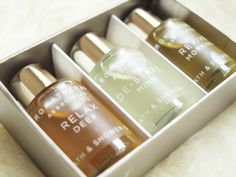 The Black Pearl Blog - UK beauty, fashion and lifestyle blog: Review: Aromatherapy Associates Essential Bath & Shower Oils