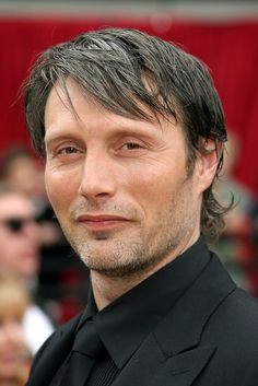 28 Reasons Why You Should Be Sexually Attracted To Mads Mikkelsen's Cheekbones