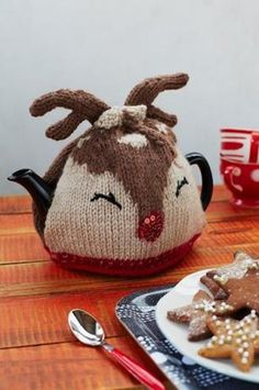 This knitting project for a Ruby Reindeer tea cosy will make every cup of tea feel festive - especially on Christmas day! Tea Cosy Knitting Pattern, Loom Knitting, Finger Knitting, Free Knitting, Christmas Tea, Christmas In July, Teapot Cover, Knitted Tea Cosies, Mug Cozy