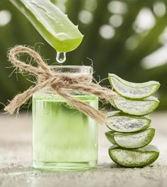Aloe Vera is Miracle for health, skin and hair problems! Here are shocking health benefits of aloe vera for skin, hair and their uses. Aloe Vera Gel For Hair Growth, Aloe For Hair, Aloe Vera For Skin, Natural Aloe Vera, Hair Remedies For Growth, Hair Growth Treatment, Feuille Aloe Vera, Aloe Vera Haar Maske, Homemade Toner