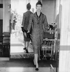 Anne St Marie 1955 Original caption: Model is wearing a tweed sheath dress with a fly-front closing, hat, gloves, and high-tongued opera pumps, all by Dior. Fifties Fashion, 50 Fashion, Fashion Photo, Fashion Models, Vintage Fashion, Dior Dress, Christian Dior Vintage, Tweed Dress, Sheath Dress