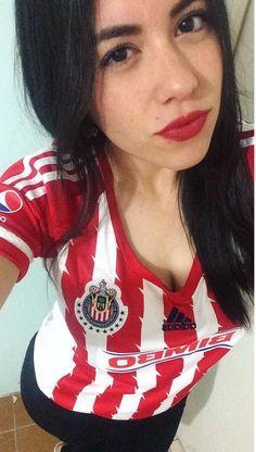 Hot Football Fans, Football Girls, Chivas Wallpaper, Pretty Girls, Cute Girls, Beautiful Models, Beautiful Women, Cheerleading, Nfl