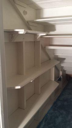 Unter der Treppe Schrank Verjüngungskur Under the stairs closet makeover – Shanty 2 Chic - Experience Of Pantrys Under Basement Stairs, Closet Under Stairs, Basement Closet, Basement Storage, Closet Storage, Basement Remodeling, Understairs Closet, Basement Ceilings, Basement Bars