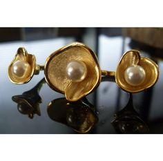 Triple flower ring with a pearl centered in each one bring elegance to all 3 fingers   http://www.ananasa.com/flower-ring-870.html