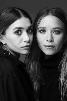 Mary-Kate and Ashley Olsen Twins in black and white portrait photography. Would you and your twin ever do a photoshoot like this? Ashley Olsen Style, Olsen Twins Style, Mary Kate Ashley, Mary Kate Olsen, Sister Photography, Portrait Photography, Olsen Sister, Sister Poses, Photo Star