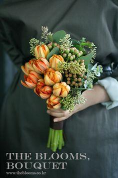 더블룸스 / 웨딩부케 / 본식부케 / 튤립부케 / 논현동꽃 : 네이버 블로그 Wedding Arrangements, Floral Arrangements, Wedding Bouquets, Wedding Flowers, Bunch Of Flowers, Beautiful Flowers, Flower Arrangement Designs, Natural Wedding Makeup, Orange Wedding