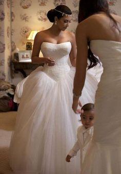 Kim Kardashian Bridal, love the sweetheart bodice on her wedding gown Best Wedding Dresses, Bridal Dresses, Wedding Gowns, Bridesmaid Dresses, Tulle Wedding, Wedding Outfits, Wedding Hair, Kim Kardashian Kris Humphries, Kim Kardashian Wedding Dress