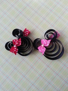 Minnie Mouse Hairbow lollipop hair clip - i think i can make these, so Chloe can wear pig tails??