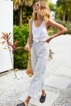 Linen Pants Outfit, Loose Pants Outfit Summer, Summer City Outfits, Wide Leg Linen Pants, Linen Pants Women, Emerson Fry, Striped Linen, Charcoal, Minimalist Outfits