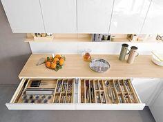 Чтобы сделать кухню аккуратной и функциональной, нужно использовать все доступное пространство с умом. О новых решениях для организации хранения рассказываем сегодня. Свежие идеи дизайна интерьеров, декора, архитектуры на INMYROOM.