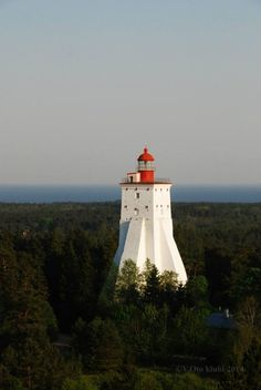 Kõpu tuletorn (lighthouse) Kõpu Lighthouse (Estonia: Kõpu tuletorn) is one of the best known symbols of Hiiumaa. It is one of the oldest lighthouses in the world, having been in continuous use since its completion in 1531.  The lighthouse marks the Hiiu sandbank (Estonian: Hiiu madal, Swedish: Neckmansgrund) and warns ships away from the shoreline. Light from Kõpu Lighthouse can be used for navigation as far as 26 nautical miles.