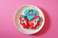 LOL Cookies ✨  By Delicatesse Postres Panama  #delicatessepostres #galletasdecoradas #decoratedcookies #galletas #cookies #edibleart #panamabakery #bakery #bakedwithlove #lolsurprise Galletas Cookies, Lol, Edible Art, Cookie Decorating, Panama, Bakery, Desserts, Deserts, Decorated Cookies