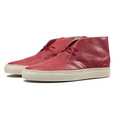 These Red Nubuck Leather shoes are Common Projects highly anticipated version of the classic chukka boot. http://zocko.it/LEXON