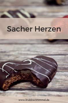A really particular Christmas biscuit: Sacher Herzen. A layer of dough adopted by jam, marzipan and final however not least chocolate Christmas Biscuits, Christmas Baking, Christmas Decor, Xmas, Peanutbutter Cake Recipe, Biscuits Keto, Lemon And Coconut Cake, Sacher, Marzipan
