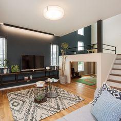 『スキップフロアのお家』 スキップフロアとは床の高さを半階分ずらして中階層をつくる方法です。 スキップフロアのあるお家は収納スペースが多く、風通しが良いです。 . #注文住宅 #新築注文住宅 #新築マイホーム #マイホーム #マイホーム計画 #シンプルライフ #お家 #おうち #住まい #一戸建て #新築一戸建て #戸建 #戸建て #住宅 #新築住宅 #暮らしをたのしむ #畳 #日々の暮らしを楽しむ #小上がり #スキップフロア #中二階 #スキップフロアの家 #小上がり和室 #家作り #家造り