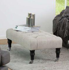 Pall Howard medium svängd är en pall med en smakfull och tidlös design.