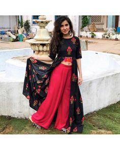 black muslin digital printed top and rayon cotton plazzo salwar suit Indian Designer Outfits, Indian Outfits, Designer Dresses, Mode Bollywood, Bollywood Fashion, Designer Kurtis, Kurti Designs Party Wear, Lehenga Designs, Kurta Designs
