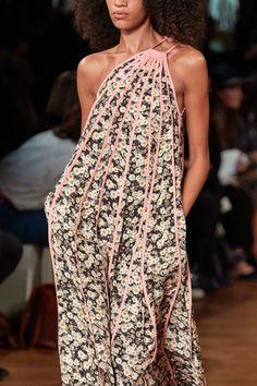 Stella McCartney Spring 2020 Ready-to-Wear Collection - Vogue Fashion 2020, Runway Fashion, Fashion News, Spring Fashion, Fashion Show, Womens Fashion, Stella Mccartney, Fashion Designer, Vogue Paris