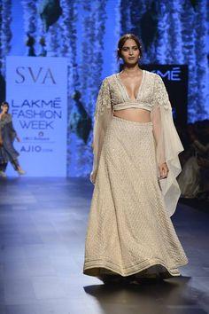 SVA - Sonam & Paras Modi #lfw #5daysoffashion #ss17 #ppus #happyshopping #straightfromtherunway #comingsoon #fashionweek