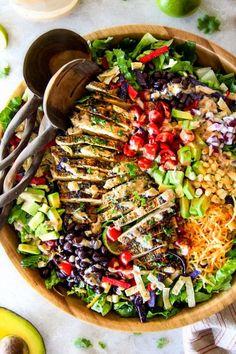Cilantro Lime Chicken Taco Salad with Creamy Baja Catalina Dressing Cilantro Lime Chicken Taco Salat mit cremigem Baja Catalina Dressing Taco Salad Ingredients, Taco Salad Recipes, Mexican Food Recipes, Vegetarian Recipes, Healthy Recipes, Mexican Salads, Vegetarian Salad, Vietnamese Recipes, Healthy Tips