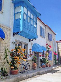 Stoney houses of Alaçatı, Çeşme, the Province of Izmir, Turkey. Alacati Turkey, Places To Travel, Places To See, Places Around The World, Around The Worlds, Wonderful Places, Beautiful Places, Beau Site, Turkey Travel