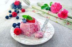 Parfait de iaurt si fructe de padure