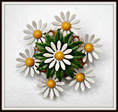 Vintage Enamel White Daisy Flower Brooch