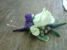 ivory rose button hole  with purple veronica and purple statis. spray roses, bear grass and pittis leaves. #rachelshannonfloristry