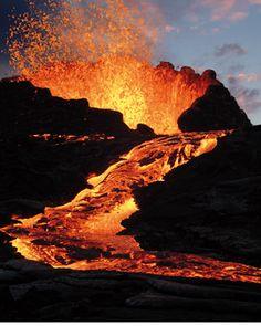 Etna, prosegue l'attività: nuove emissioni di cenere dal cratere a Sud-Est