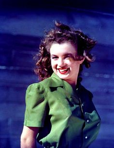 Stunning Photos by David Conover, the Man Who Discovered Norma Jeane (Later Known as Marilyn Monroe) in 1945 ~ vintage everyday Joven Marilyn Monroe, Estilo Marilyn Monroe, Marilyn Monroe Fotos, Young Marilyn Monroe, Norma Jean Marilyn Monroe, Old Hollywood Stars, Vintage Hollywood, Classic Hollywood, Becoming An Actress