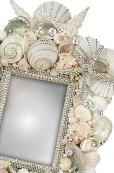 For my Mermaid Closet - makeover! With glitter paint walls. Beach Bling Frame, for that special beach picture! Seashell Art, Seashell Crafts, Beach Crafts, Diy Crafts, Seashell Frame, Beach Frame, Summer Crafts, Decor Crafts, Creation Deco