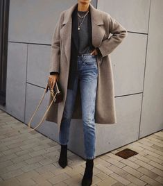 "Be Daze Live on Instagram: ""Powerful layer combo ✨✨ . . . 📸 @andicsinger . . . #fashion #style #stylish #fashion2019 #stylescout #chic #fashionblog #fashionista…"""