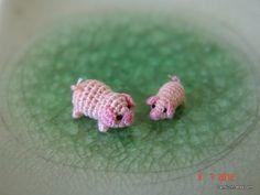 cerdo rosa miniatura de 1/3 de pulgada y 1/4 pulgada por LamLinh, $44.49