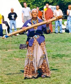 Beautiful Mountain Eagle Woman with Rain Stick, Choctaw/Cherokee Elder Native American Cherokee, Cherokee Woman, Native American Beauty, Native American Indians, Native Americans, Choctaw Indian, Native Indian, Native Art, Rain Sticks