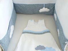 Tour de lit réalisé dans un assortiment de toile de coton gris, coton blanc et dun coton bleu à pois blanc . Idéal en idée cadeau de naissance et à assortir avec dautre produits de la boutique tel que carnet de santé, gigoteuse, panières à couche, pochette pour le nécessaire de Toddler Bed, Boutique, Etsy, Furniture, Home Decor, New Homes, Cotton Canvas, White Cotton, Blue Grey