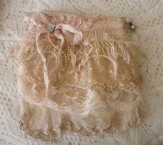 Zippered vintage pouch. $20.00, via Etsy.
