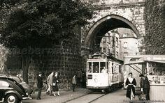Bilderbuch Köln - Straßenbahn nach Bickendorf unter dem Hahnentor