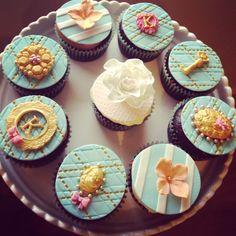 Marie Antoinette themed cupcakes