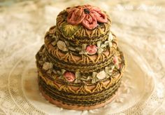 French Laundry: The Scoop on Antique Ribbon Work Powder Boxes---triple layer powder/rouge box Antique Boxes, Antique Lace, Passementerie, Ribbon Art, Pretty Box, Powder Puff, Vintage Vanity, Silk Ribbon Embroidery, Vintage Textiles