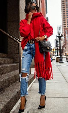 Tips To Make A Casual Winter Outfit modisches Winteroutfit / Tasche + roter Pullover + Schal + Rips + Heels Winter Outfits For Teen Girls, Casual Winter Outfits, Winter Fashion Outfits, Autumn Winter Fashion, Fall Outfits, Red Sweater Outfit, Sweater Scarf, Winter Scarf Outfit, Fashionable Outfits
